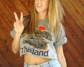 Thailand Travel Print Crop Top Tee Shirt - Vintage 90s - M L