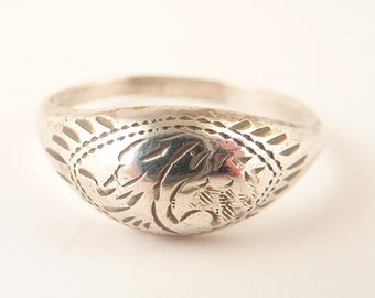 Size 6 Vintage Rounded Sterling Engraved Design Ring