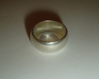 Sterling silver ring band thick heavy vintage size 7 8 UK P Q [WR1]