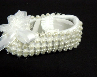 REBORN or BABY SHOE  crib shoe white pearls size 00 to size 1