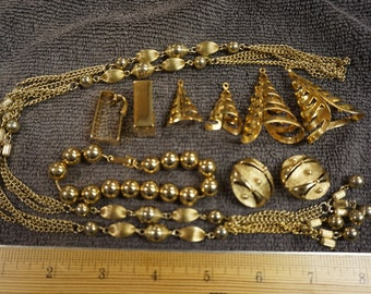 Vintage Sarah Coventry Jewelry Set Earrings, Necklace, Bracelet Gold