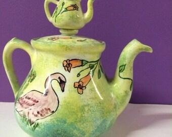 Teapot with teapot lid