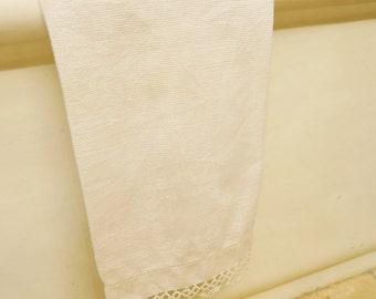 Vintage damask guest towel. TATTING hand towel, 1930s guest towel, vintage bathroom. tatting trim, 30s decor