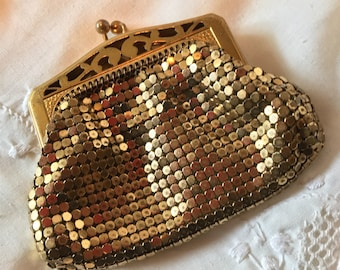 Mesh coin purse, gold coin purse, kisslock coin purse, Whiting & Davis purse, made in USA, collectible coin purse, gold mesh purse, art deco