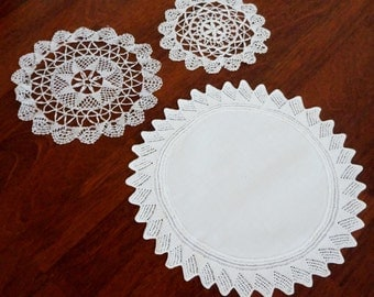 Vintage Doily Bobbin Lace Needle Lace Knit Doilies Woven Set of Three White