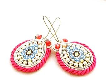 fushia blue drop dangle earrings , handmade soutache earrings , jewelry design artist , beaded jewelry , unique jewelry , sparkle jewelry