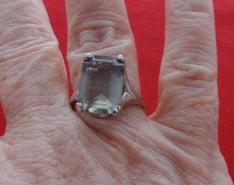 High end vintage new old stock NOS size 9 silver tone ring with center pale gray rhinestone in unworn condition