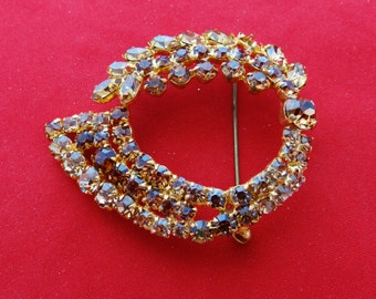 """Vintage 2.5"""" gold tone brooch with shiny golden taupe  rhinestones  in great condition"""