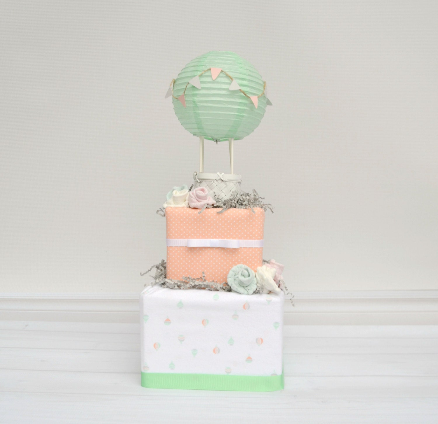 Up and away shower diaper cake hot air balloon baby for Balloon cake decoration