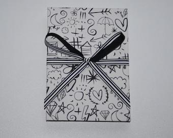 "BRAG BOOK Photo album 6"" x 4"" photo size -  black and white doodles"