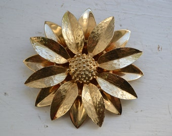 Vintage Mod Brooch - Gilded Daisy - Golden Flower Pin - Sarah Coventry