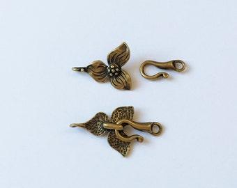 Antique Brass Trillium Flower Toggle Clasp Set