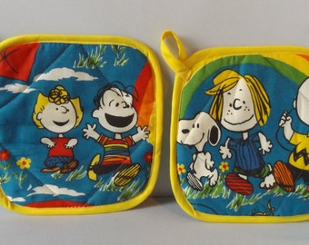 Peanuts  Fabric Pot Holder / Hot Pad- Set of 2  Charlie Brown Snoopy Schultz