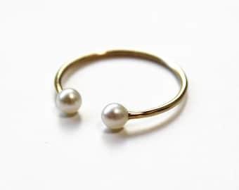 Pearl Cuff Ring (14K yellow gold)