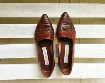 Vintage pointy toe flats, brown leather slip on slides, womens shoes size 7, 6 and a half