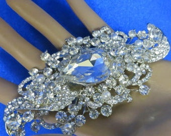 Rhinestone Bridal Pin, Swarovski Bridal Brooch, Swarovski Wedding Brooch, Rhinestone Bridal Brooch