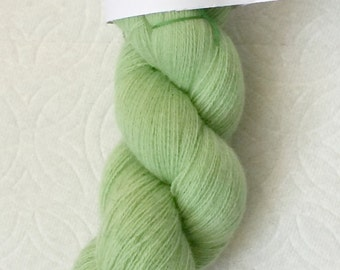 Light green pure cashmere recycled yarn