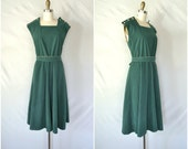 vintage kelly green corduroy dress / apron style hippie dress / plus size