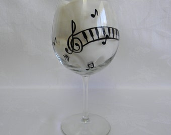 wine glasses, hand  painted wine glasses, decorated wine glasses,musical notes