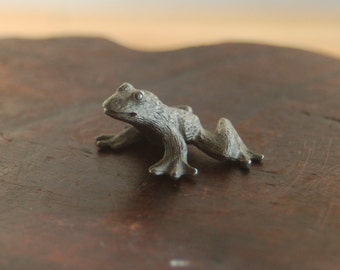 Spoontiques Miniature Pewter Frog ~ signed on base ~ Excellent Condition