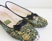 40% OFF SALE Vintage 1960's Retro Daniel Green Boudoir Slippers / 60's 70's Floral Satin Tapestry Print Fabric House Shoes / Size 8 US Mediu