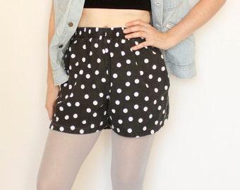 Vintage 80's black & white polka dot shorts, elastic waist, pockets, roomy hips, faded - Small