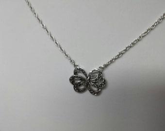 Avon Romantic Ribbons  Necklace  Mint Condition 1982