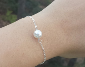 Wire wrapped pearl bracelet,silver or gold or rose gold,Bridesmaid gifts,Bridal party gifts,Pearl jewelry,everyday jewelry,Mother bracelet