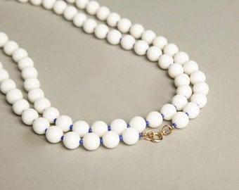 Flapper Glass Necklace White Blue Long Beaded Nautical Authentic True Vintage Jewelry artedellamoda talkingfashion talkingfashionnet