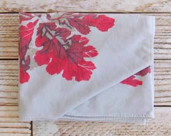 Vintage Tablecloth / Gray Red Leaf Print / Vintage Linens