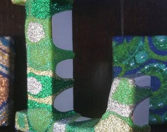 Freestanding Letter L, green glitter, wooden, abstract pattern
