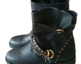 Leather chain boots