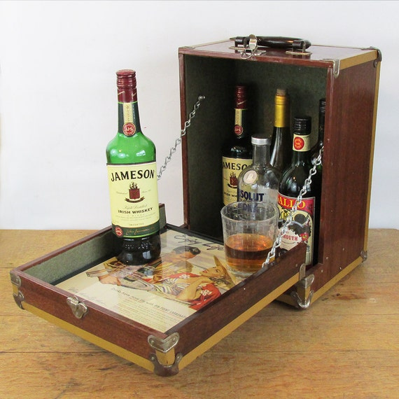 unique vintage up cycled mini bar liquor cabinet. Black Bedroom Furniture Sets. Home Design Ideas