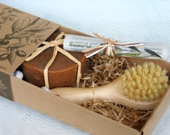 Face brush and Soap Gift Set - Scrubbing face brush with a cold process soap of your choise.