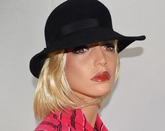 Vintage Black Wool Felt Wide Brim Hat w/ Black Grossgrain Hatband Bow Size Small
