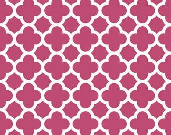 Quatrefoil Medium in Raspberry by Riley Blake Designs - Half Yard