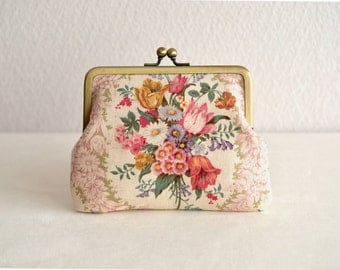 Christmas sale!  Shabby chic floral frame purse in Pink