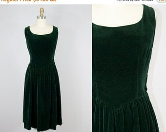 SALE 20% Off 1950s Vintage Green Velvet Shirred Skirt Midi Dress. 50s Sleeveless Dress (M)