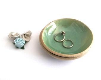 Greenery Ring holder, Ring dish, Engagement gift, Wedding ring holder, Bridal shower gift, Anniversary gift, Jewelry dish, Ceramic bowl