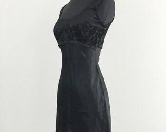 60% OFF Vintage 1990s Black Velvet Burnout Mini Babydoll Clueless Party Dress XS/S (L)