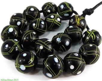 18 Venetian Trade Beads Black Criss Crossed African 97041