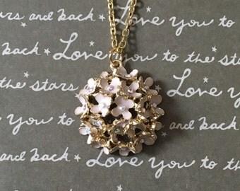 Gorgeous pink daisy bouquet necklace