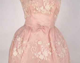 Vintage Pink Sleeveless Dress with White Embroidered Flowers