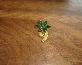 vintage pin brooch goldtone green rhinestones flower