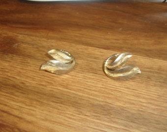 vintage clip on earrings goldtone trifari