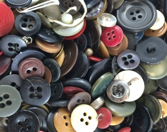 BUTTON LOT. wholesale buttons. vintage buttons. old buttons. bulk buttons. craft buttons No.001507 cs
