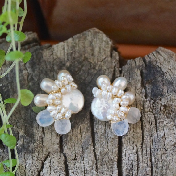 Freshwater pearl & moonstone cluster stud earrings - Ivory pearl bijoux