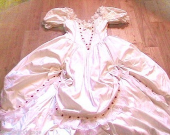 French Silk Wedding Bridal Gown Dress - Gone with the wind Scarlett O'Hara Style & Rosebuds Embroideries - Made in France - Like New- M