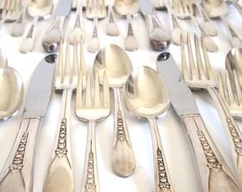 "Tarnished Silverware Set Wm Rogers Silverplate Flatware ""Priscilla Lady Ann"""