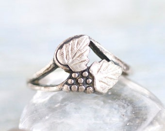 Grapes and Leaves Sterling Silver ring - Size 7.5